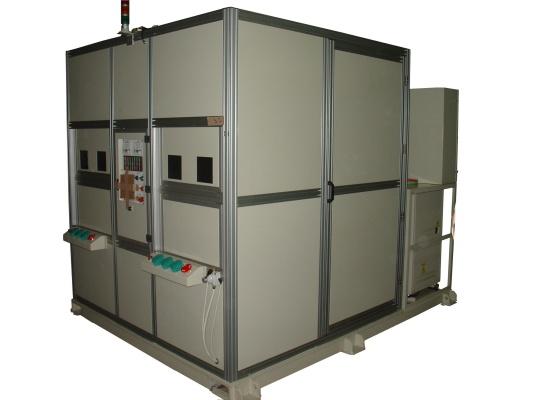 機器人焊接工作站 : (外管與車軸板)(外管與左側固定塊)(外管與右側固定塊)補強焊接