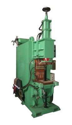 Máy hàn 3 pha trực lưu : Đầu xăng vào/đầu xăng ra/ bệ đồng hồ xăng.